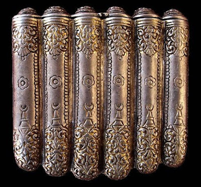 One of the very few local artworks that have been rescued from that era: a fine silver flask used for ammunition shows a great deal of artistry